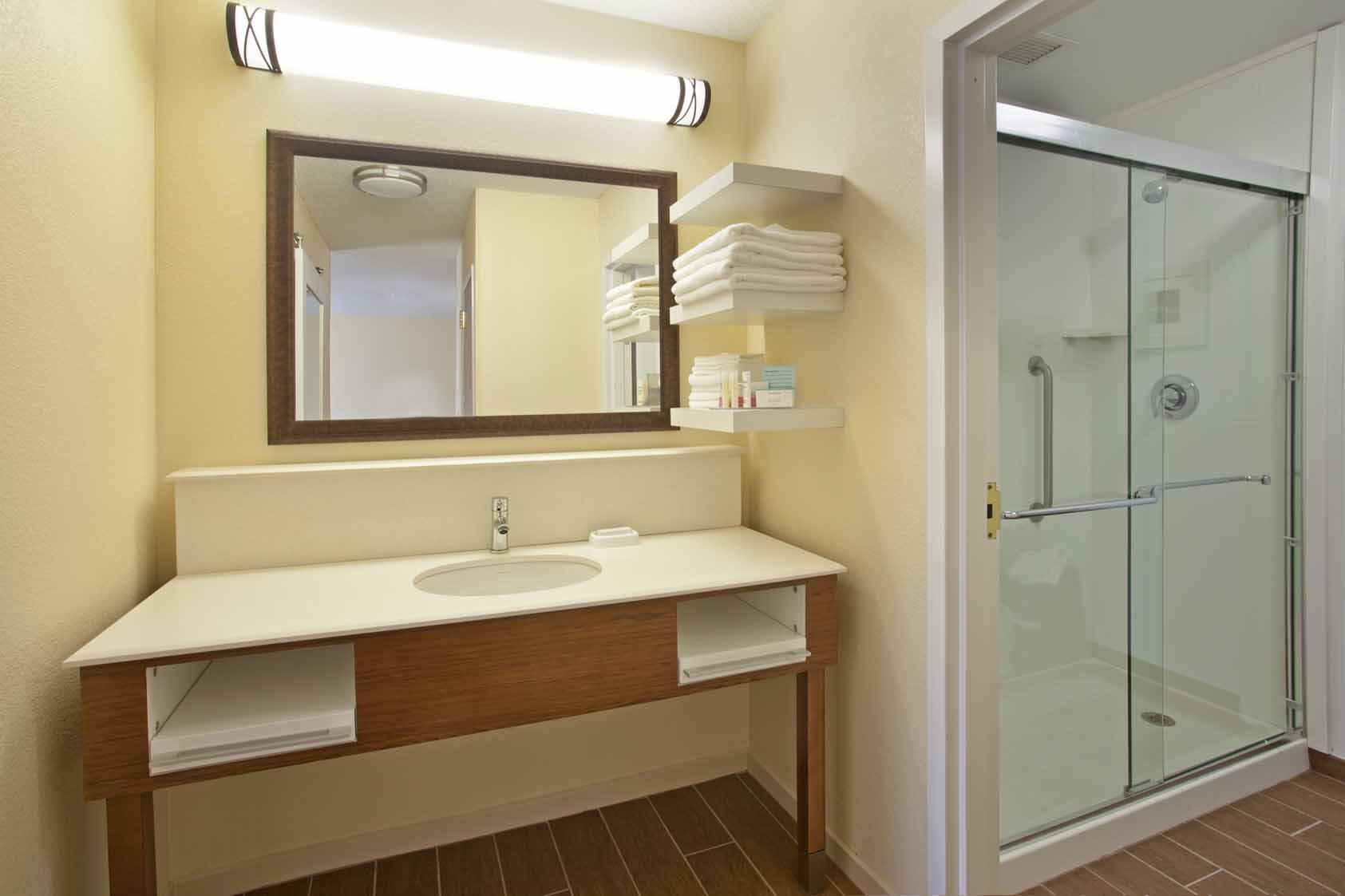 Hampton Inn Chillicothe, OH: Bathroom