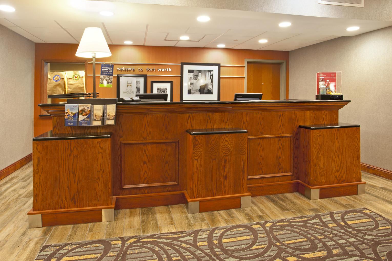 Hampton Inn Fort Worth, TX: Front Desk
